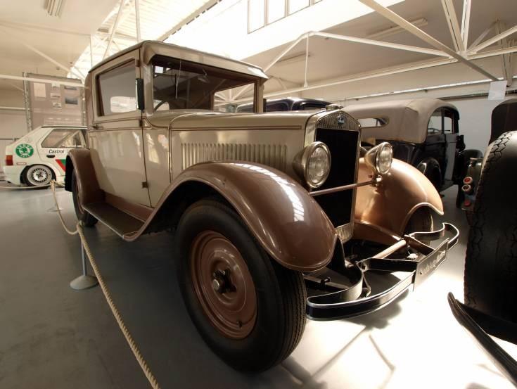 Beige 1930 Skoda 422