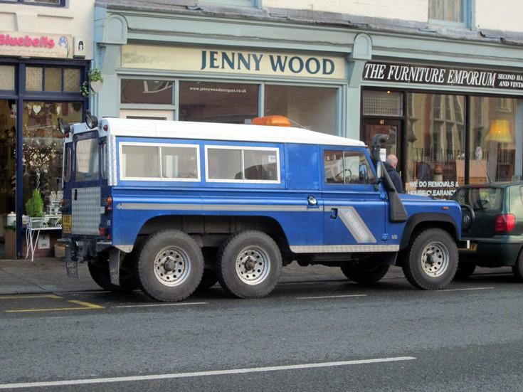 6 wheel Land Rover