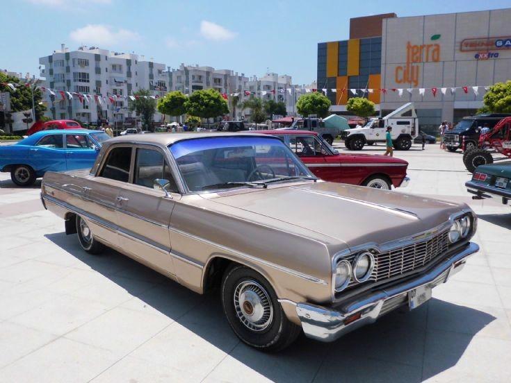 Chevrolet Impala - Beige 1