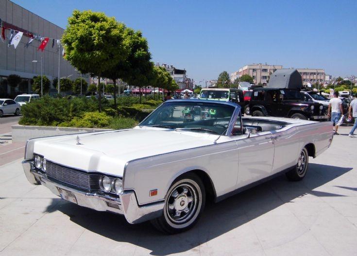 Lincoln Continental - White 1