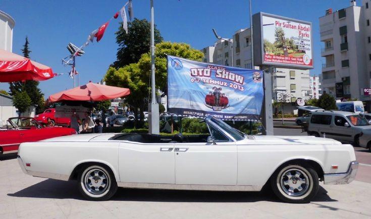 Lincoln Continental - White 2