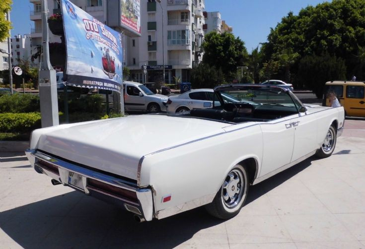 Lincoln Continental - White 3