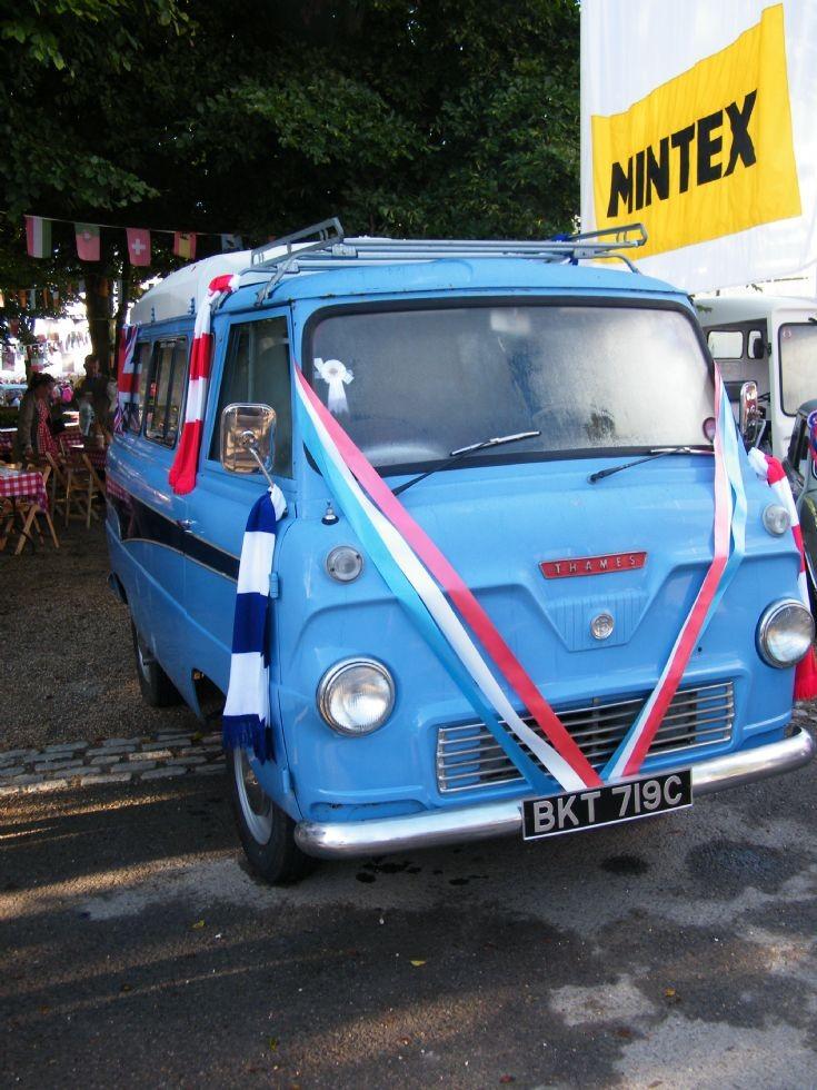 Thames Minibus