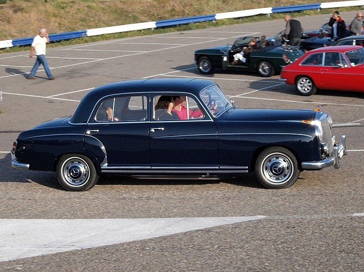 Side view of a 1959 Mercedes-Benz