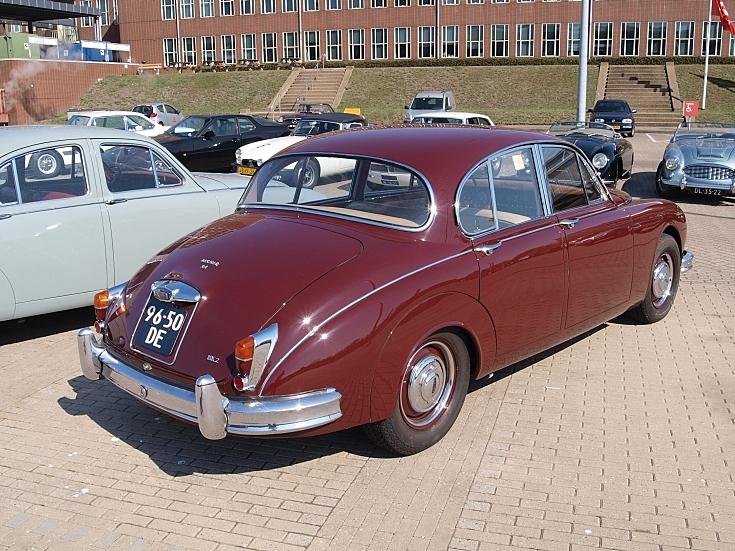 Red Jaguar MARK 2-3,4 L (1967)