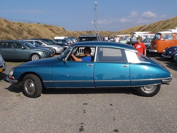 Blue Citroën DSuper