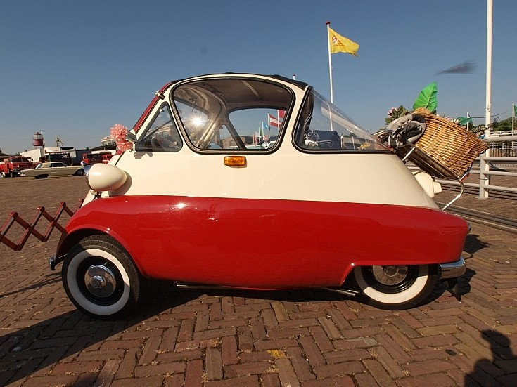 No side doors on a BMW Isetta