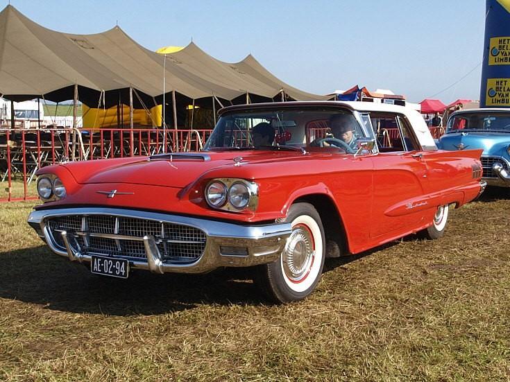 Ford Thunderbird at show