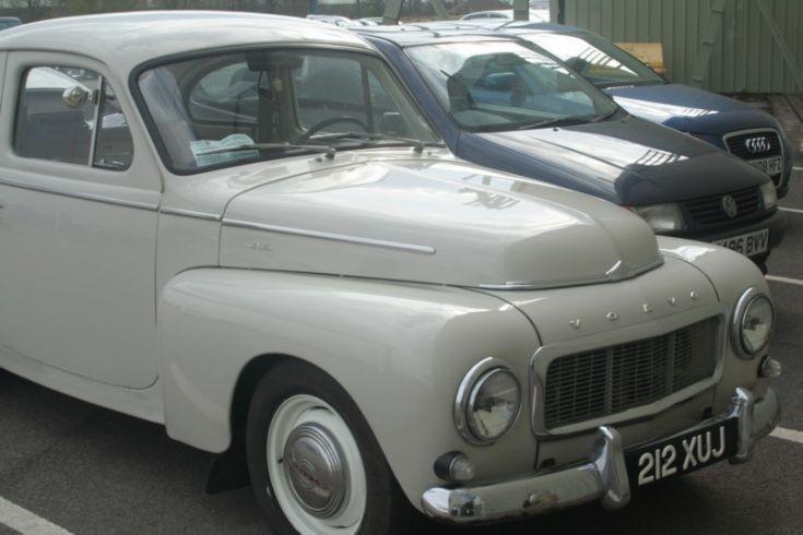 Volvo 212XUJ