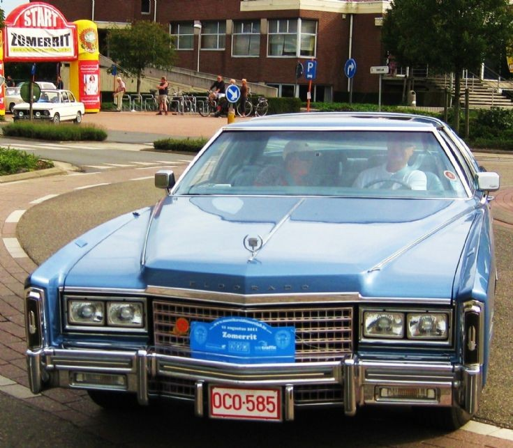 Blue Cadillac Eldorado in Maaseik , photo 3