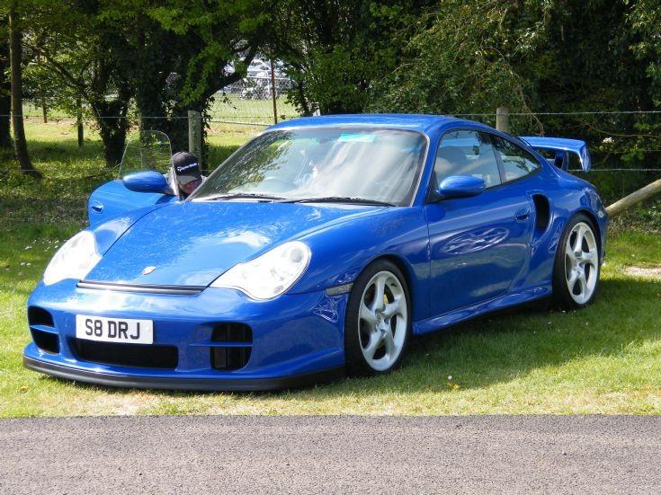 Porsche (911?)