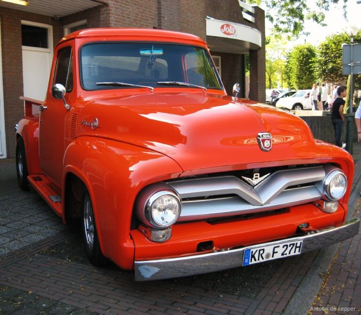 Ford F100 Pick-Up Truck