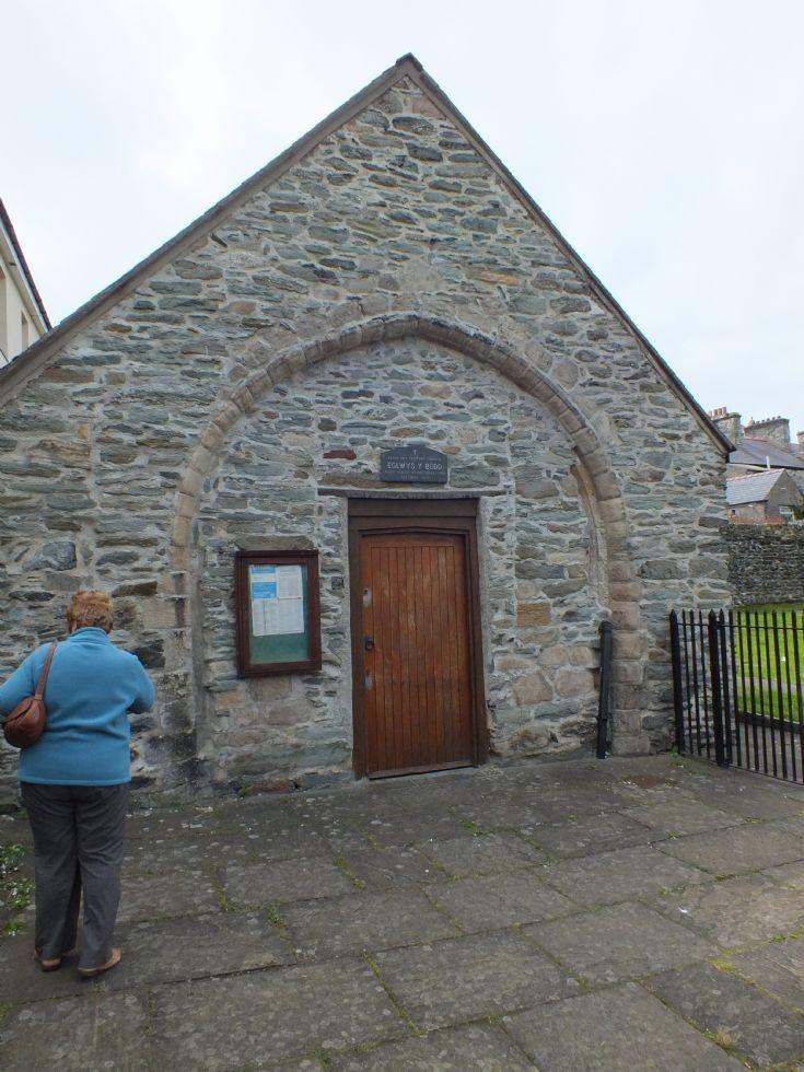 Eglwys Y Bedd