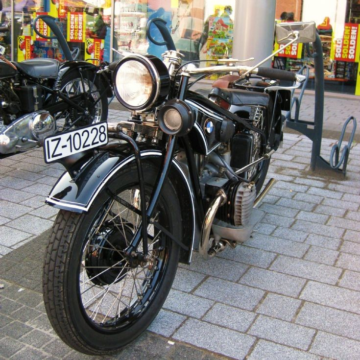 Old BMW in Maaseik ( B )
