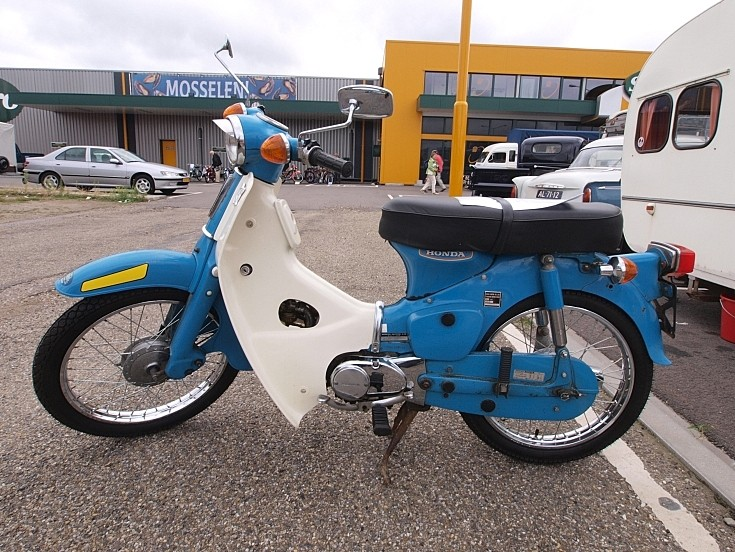 Old Honda C50 (1974) moped / scooter