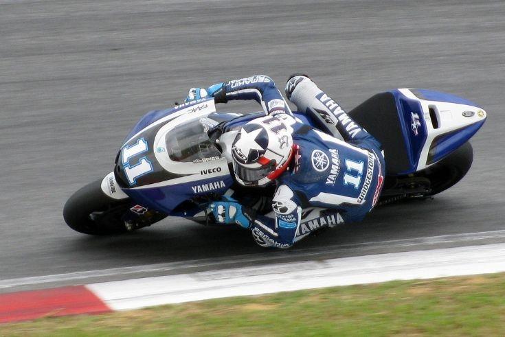 Yamaha YZR-M1 action photo