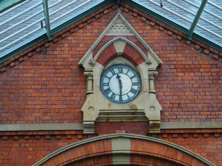 TYNEMOUTH STATION CLOCK