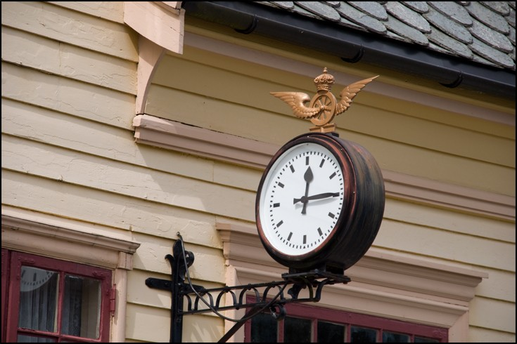Station Clock at Garnes