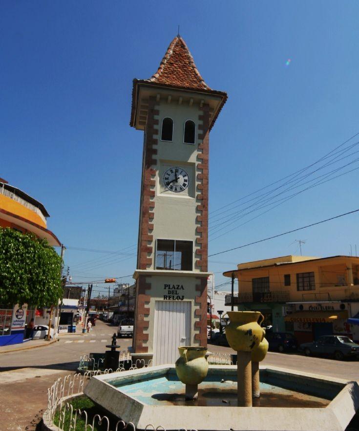Public clock at Plaza del Reloj