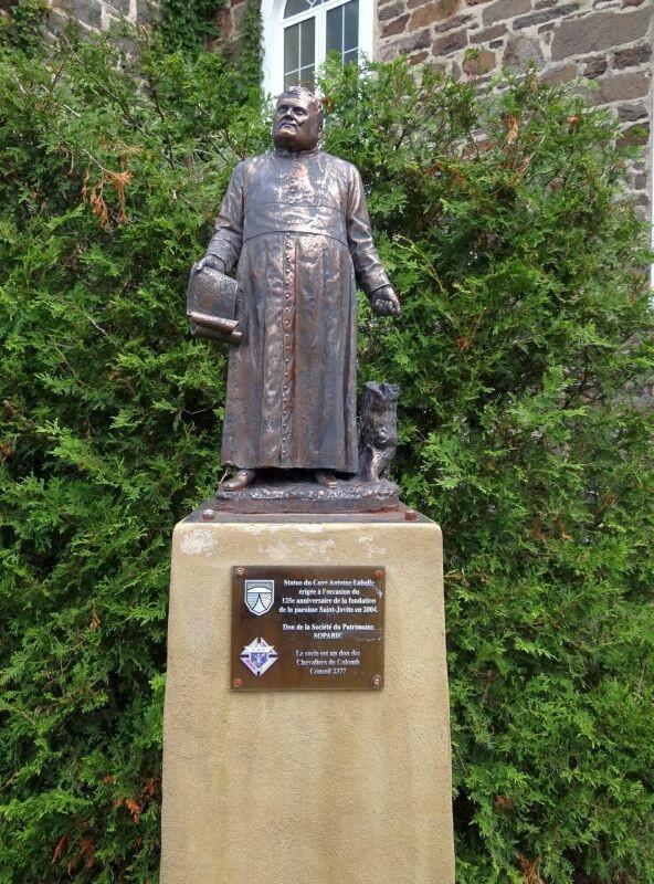 Curate Labelle Statue
