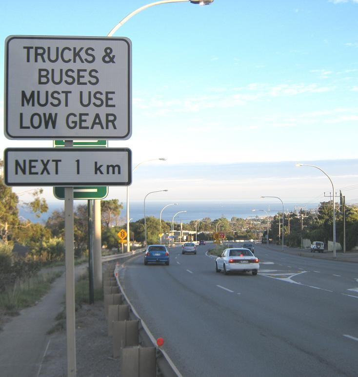 Truck & Buses Must Use Low Gear Next 1 km