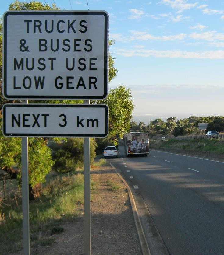 Truck & Buses Must Use Low Gear 3 km