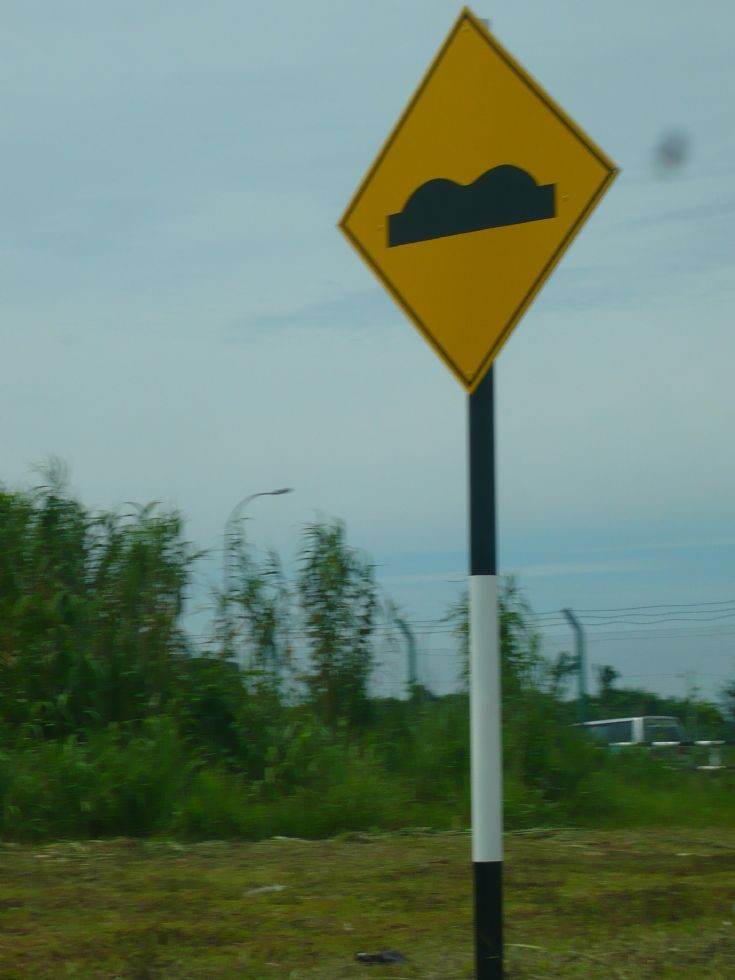 Standard Malaysia hump road sign