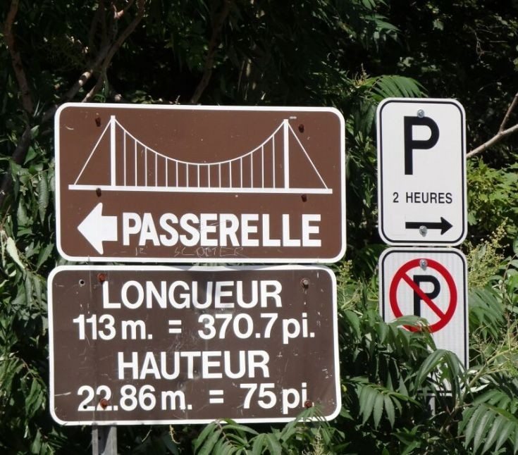 Signs in Parc des Chutes