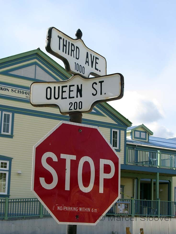 Stop for the Queen (Street)
