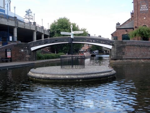A roundabout on a canal!!!