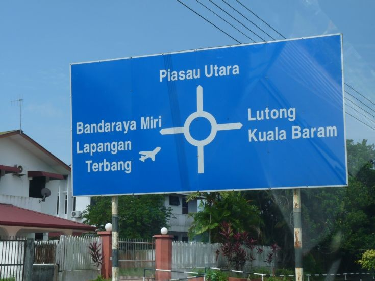 Roundabout sign at Piasau