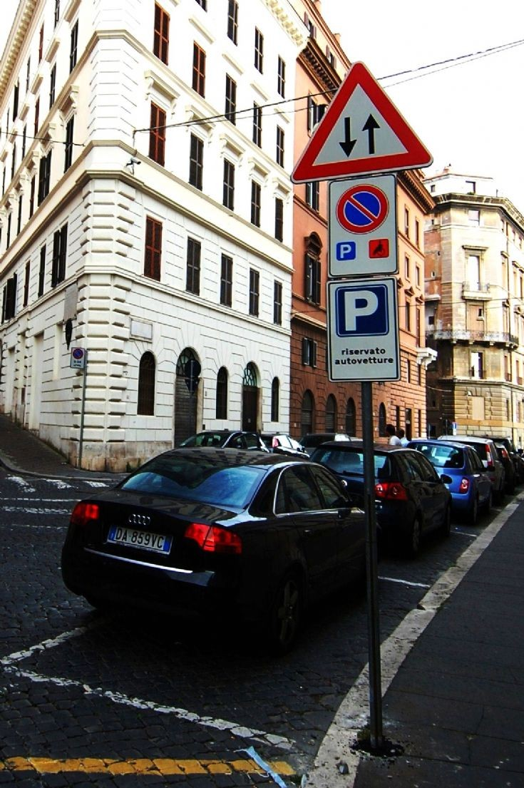 Parking sign in Rome
