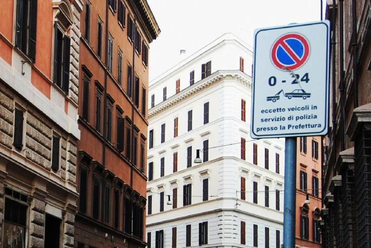 Restrictive sign in Rome