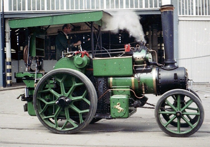 Unidentified traction engine