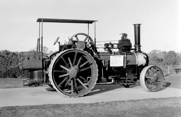 Plinthed steam traction engine